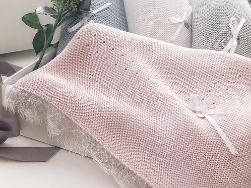 Купить розовый вязаный плед для новорожденного