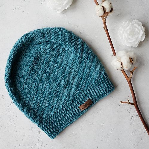 Купить вязаную шапку изумрудного цвета