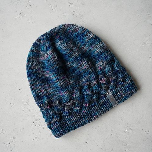 Купить вязаную шапку небольшого размера