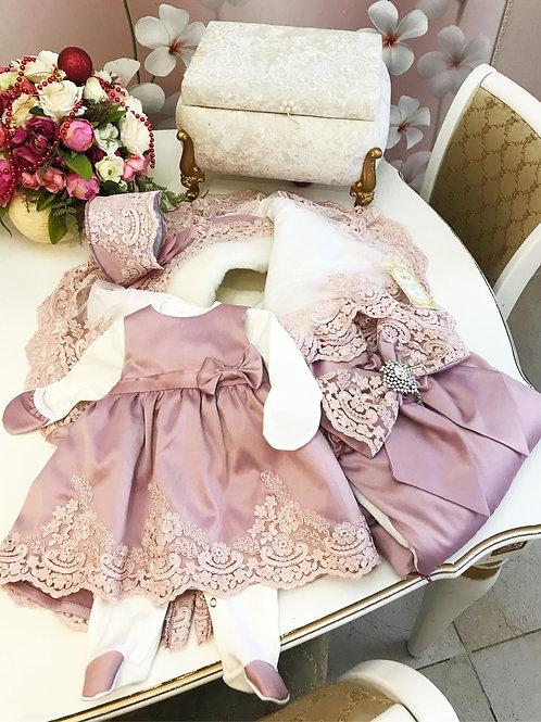 Комплект одежды на выписку для девочки