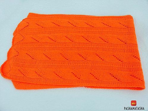 Оранжевый вязаный шарф