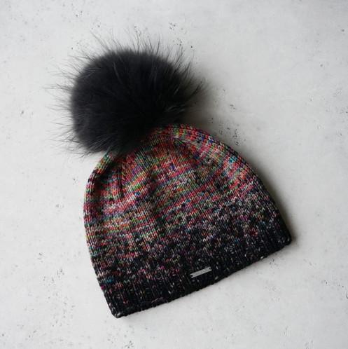 купить модную вязаную шапку с помпоном