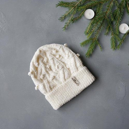 Купить белую шапку в интернет-магазине / PASHANATASHA