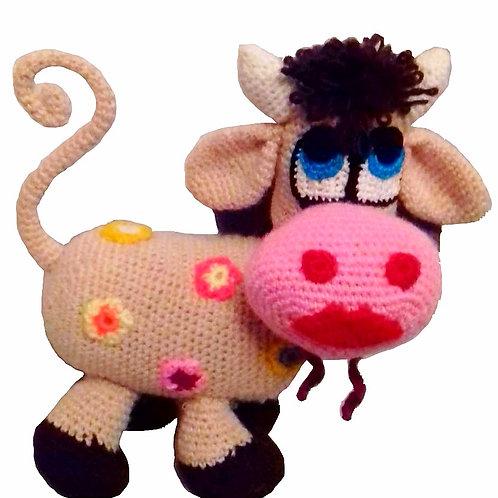 Вязаная игрушка корова.