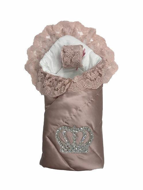 """Конверт-одеяло на выписку """"Империя"""" утренняя роза с розовым кружевом и большой короной на липучке"""