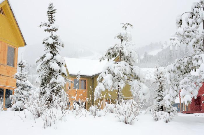 Vue des chalets en hiver
