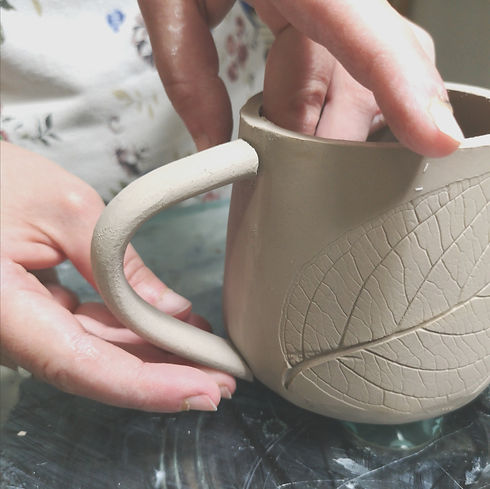 nature-imprint-placing-handle-on-mug.jpg