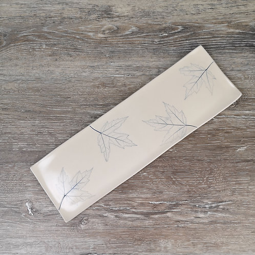 Rectangular service plate with maple leaf print