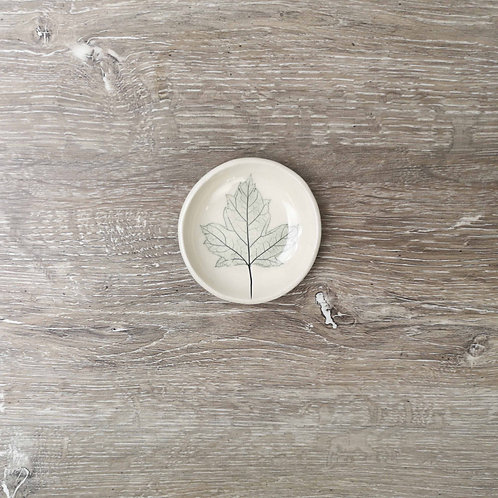 Tiny porcelain ring dish with maple leaf print
