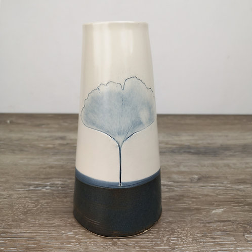 Porcelain vase with Ginkgo leaf imprint