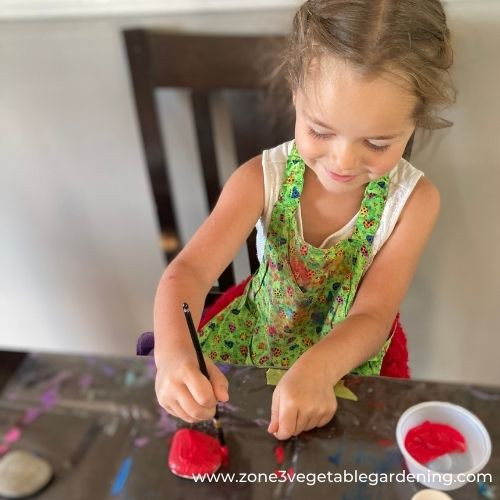 Instructions for painting strawberry rocks with your kids.  Find out what kind of paint to use for strawberry rocks.