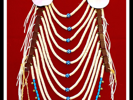 Construction of a disc bead loop necklace