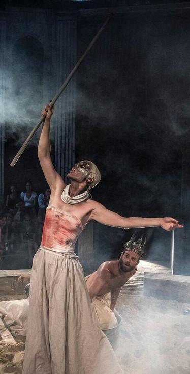 Monbijoutheater 2017 Macbeth, Hexe.jpg