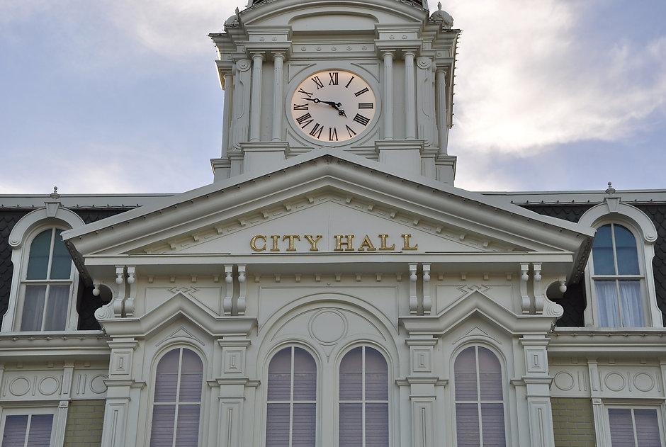 Facade of city hall.jpg