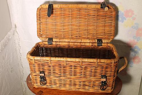 Hand woven wicker basket (vintage)
