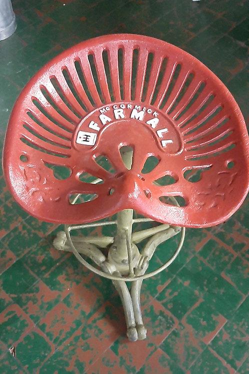 Cast iron Farmall tractor swivel stool 🚜 (Reproduction)