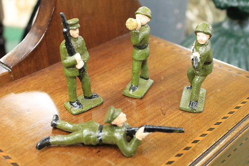 Cast iron military figurines (Reproduction) x 4