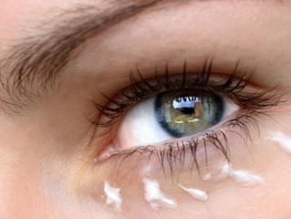 Tschüss Falten, hallo Strahlen!Mit Spezialpflege gegen Augenfalten.