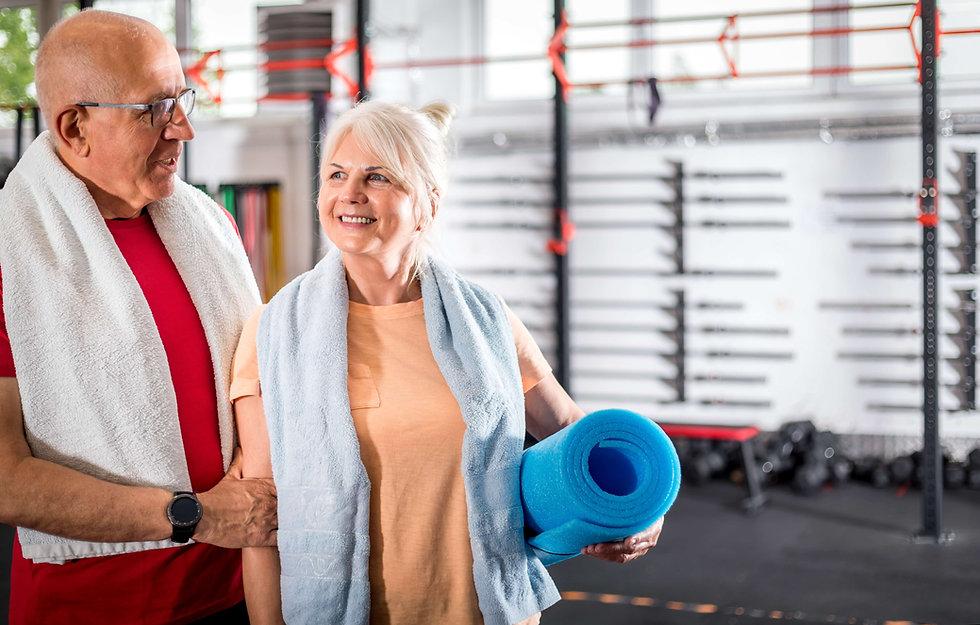 senior-couple-at-the-gym-X3XP92S-min.jpg