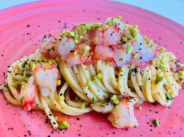 Spaghetto quadrato con gambero rosso di Mazara Del Vallo e granella di pistacchio