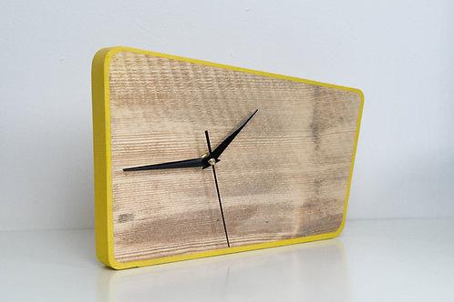 Horloge en bois, forme rétro