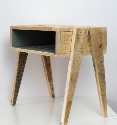 Table de nuit en bois palette graphik créateur de mobilier en bois de palette
