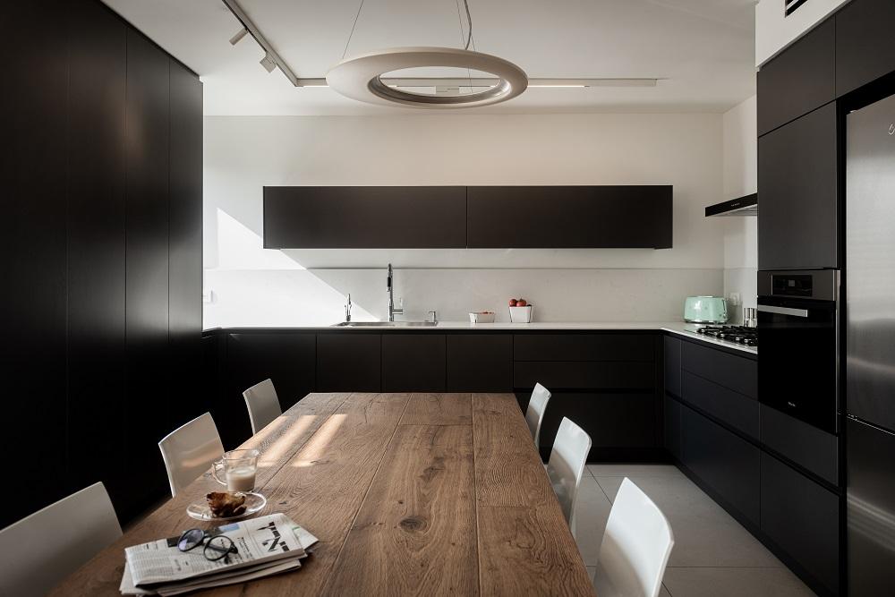 מטבח מעוצב בסגנון מודרני
