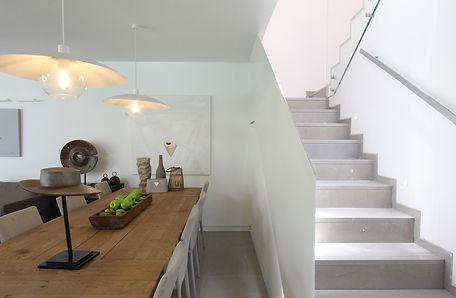 מדרגות ופינת נוי עיצוב ענת מירנקר.JPG