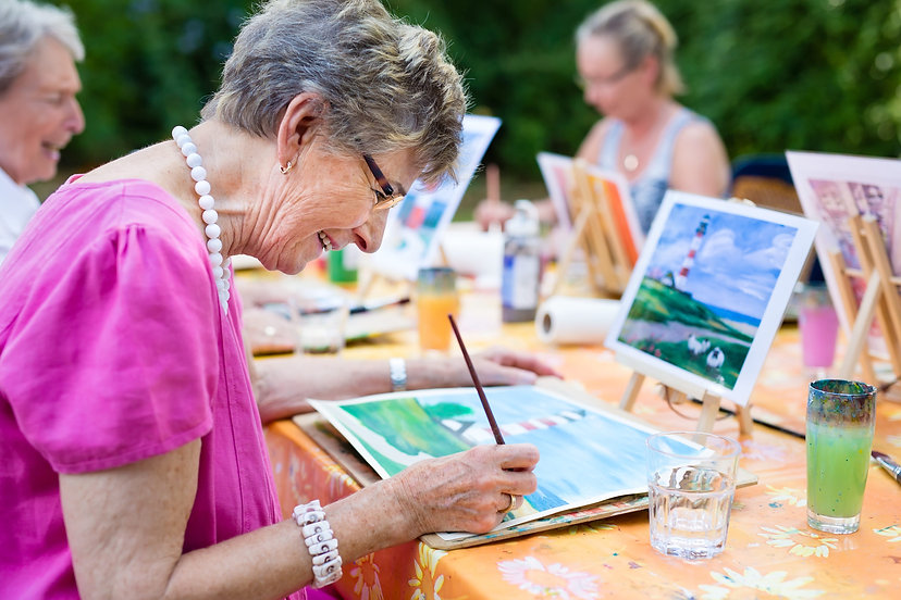7 Memory Care Activities to Engage Perso