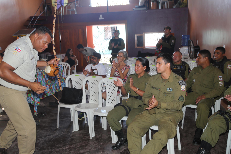 foto_9_Luis_Carlos_da_PM_Bahia_sensibiliza_a_PM-Marabá_sobre_segurança_comunitária_enraizada_em_cult