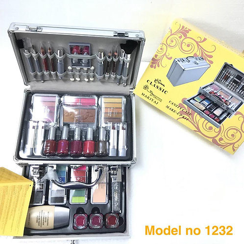 CLASSIC DELUXE MAKE UP SET 1232