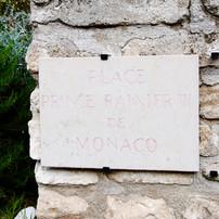 Place Prince Rainier de Monaco aux Baux de Provence