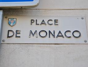 Place de Monaco à Mur de Barrez