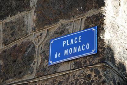 Place de Monaco à Vic-sur-Cère