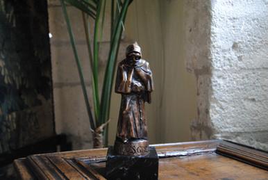 """Statue de """"Malizia"""" dans la Mairie des Baux de Provence"""