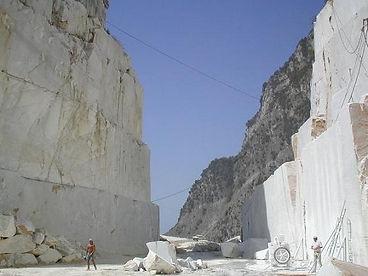 Cava marmo bianco di carrara di nostra produzione