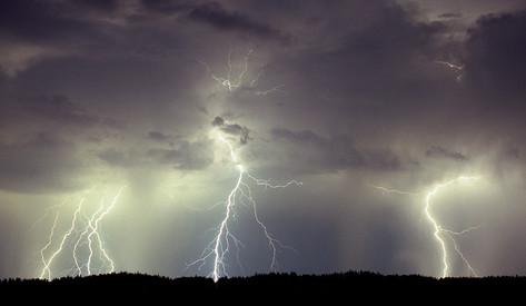 UAA_letecka-meteorologie-pro-UAS-lightni