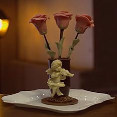 Композиция Амур, ваза с цветами
