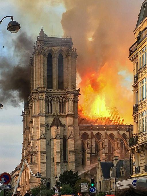 Notredame brennende Holzkonstruktion