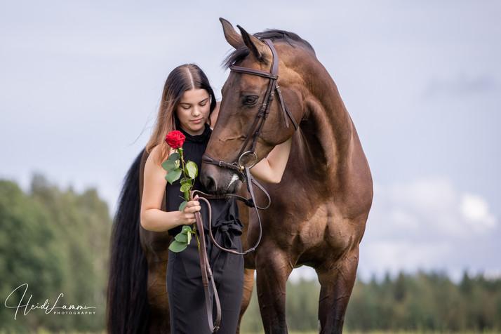 Rippikuvaus hevosen kanssa