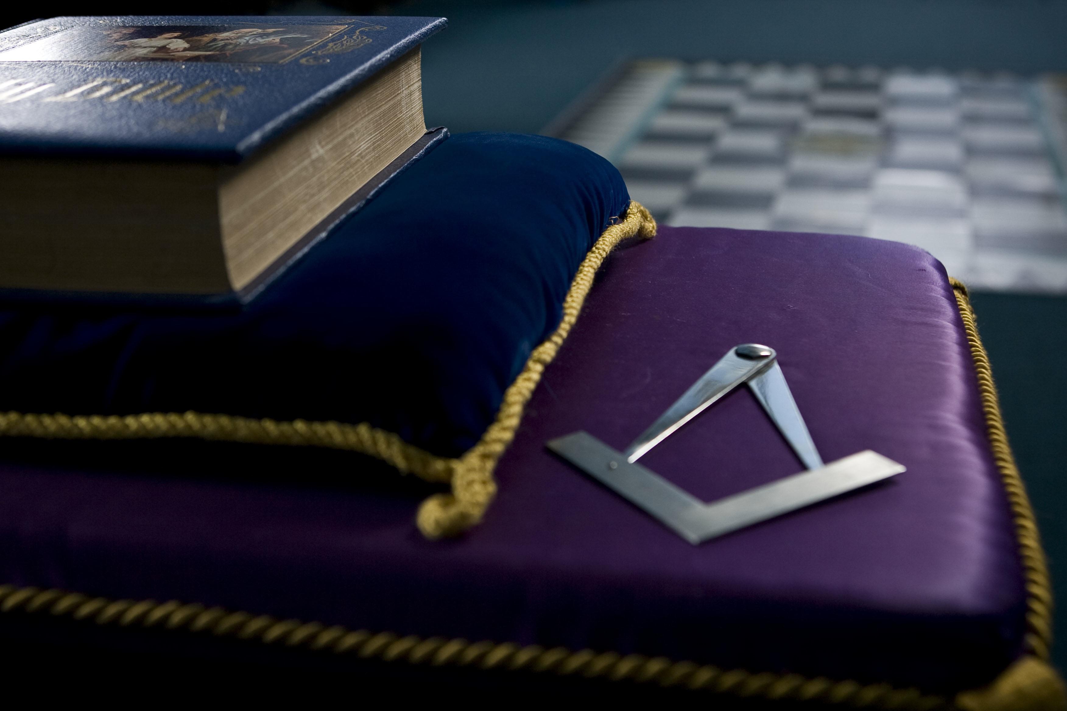 freemasons_ri4p8262_copyright_matt_devlin_2011_mob-041-444-1386