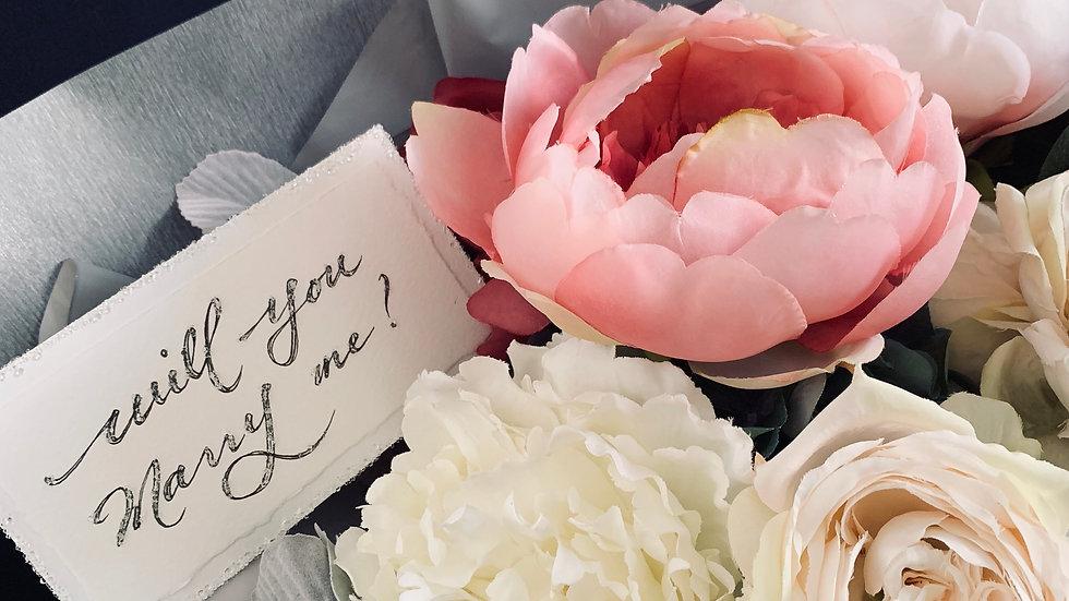 シャクヤクとバラの大きな花束