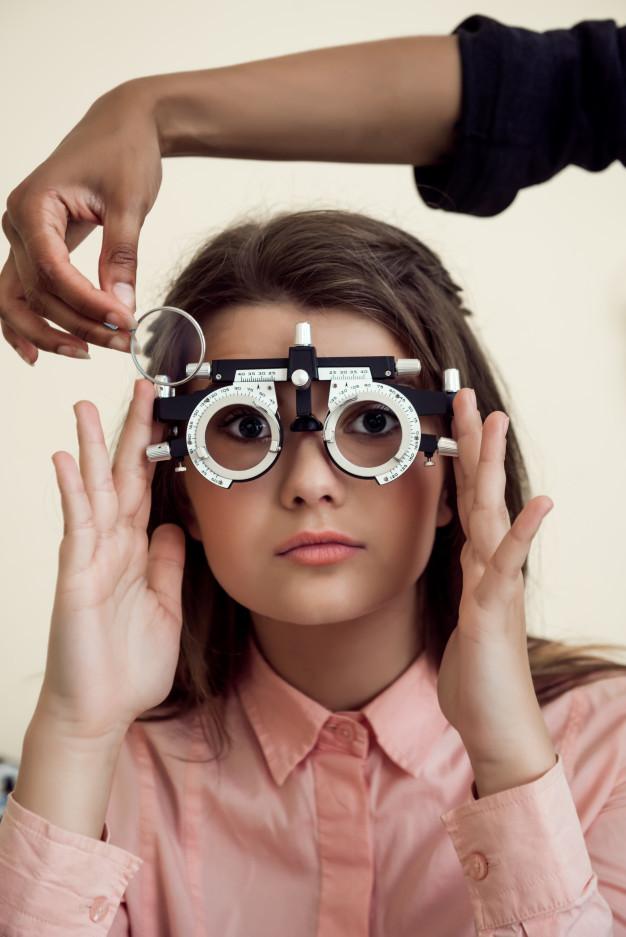 Na grande maioria dos casos, as principais problemas de visão que podem ser resolvidos através do uso de óculos de grau são