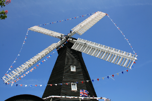 Jubilee Bunting on Herne Mill 30-5-12 005L.jpg