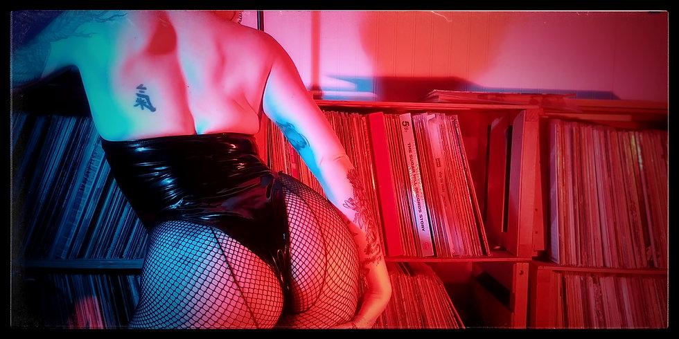 DeannaDanger_VinylJunkie02.jpeg