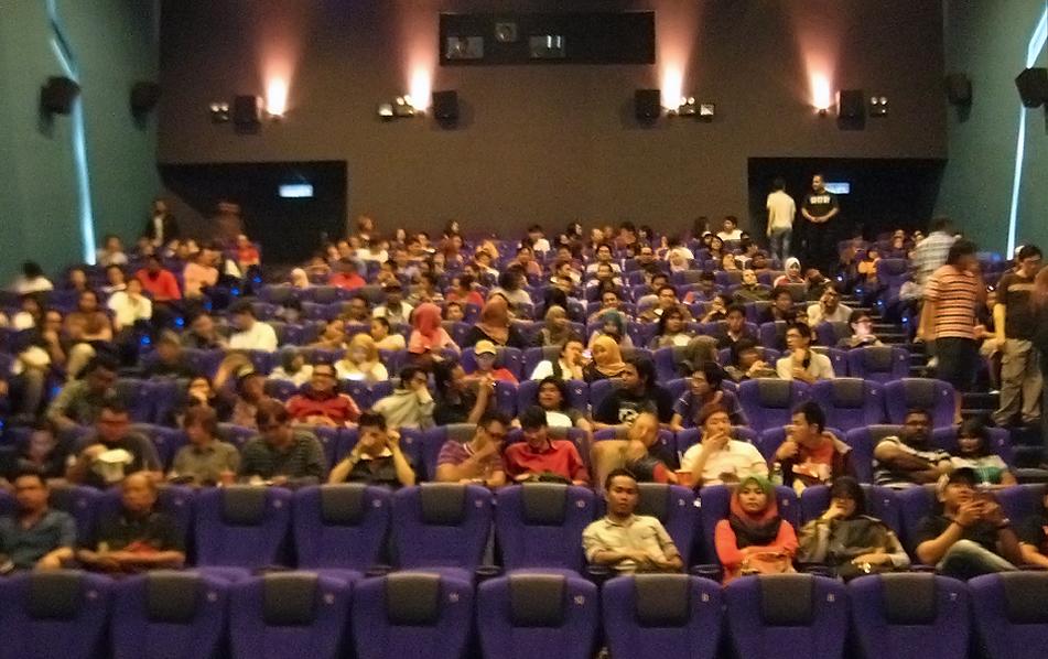 14_2013-MovieScreening.png