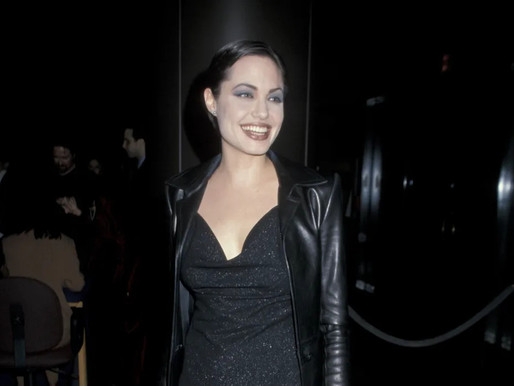 Angelina Jolie´s Mixed Gothic and Glamour style In The '90s