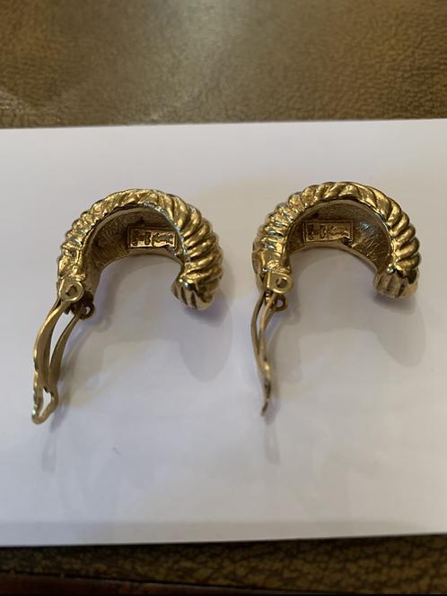 Une paire de boucle d'oreille , YSL