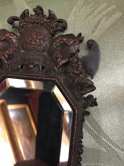 Un miroir en bronze