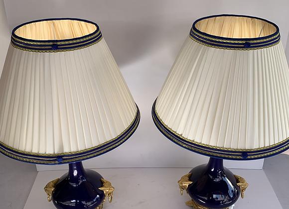 Paire de lampes en porcelaine de sevres bleu